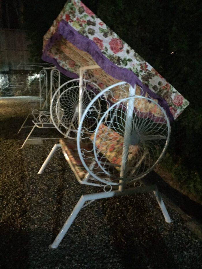 باغی تاب ویلایی تاب آهنی حیاطی 16 700x933 - تاب باغی مدل گلبرگ یا ماهواره کد2