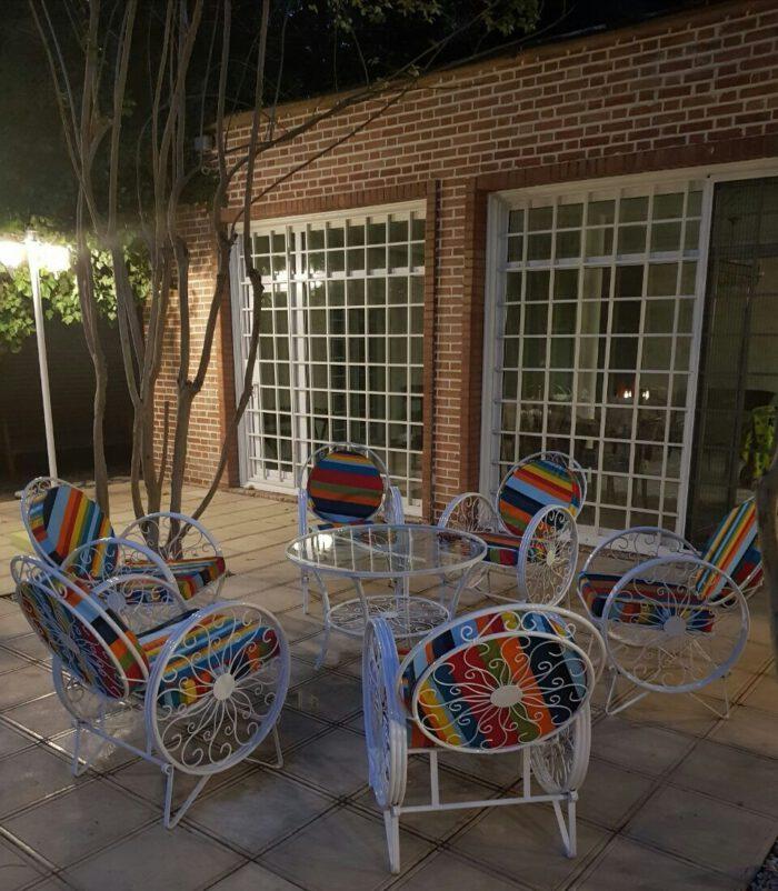 باغی صندلی ویلایی میز حیاطی 1 700x802 - مبلمان باغی ویلایی مدل کالسکه فرفورژه کد3