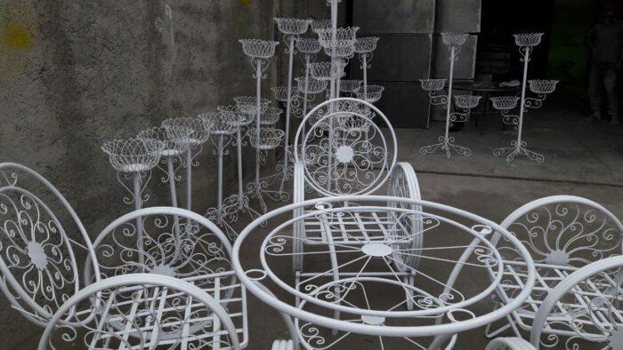 باغی صندلی ویلایی میز حیاطی 20 700x394 - مبلمان باغی ویلایی مدل کالسکه فرفورژه کد3