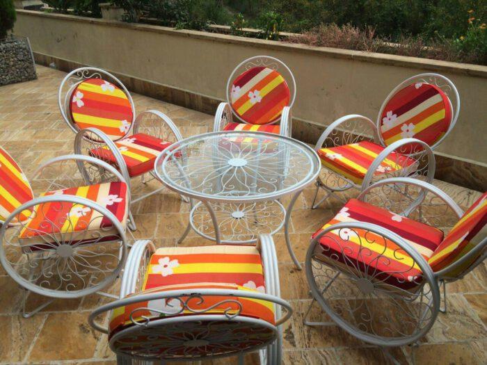 باغی صندلی ویلایی میز حیاطی 7 700x525 - مبلمان باغی ویلایی مدل کالسکه فرفورژه کد3