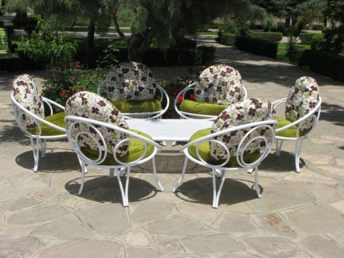 فضای باز باغی 1 700x525 - مبلمان باغی فلزی مدل ارغوان کد8