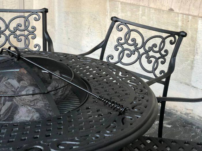 صندلی و میز آتشدان